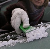 Drivers warned over de icing thefts Image