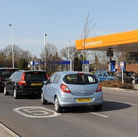 Supermarkets cut diesel by 2p a litre Image